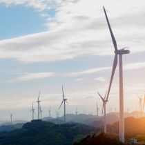 Landschaft mit Windkraftanlagen in Ostasien - landscape with wind power generators in East Asia